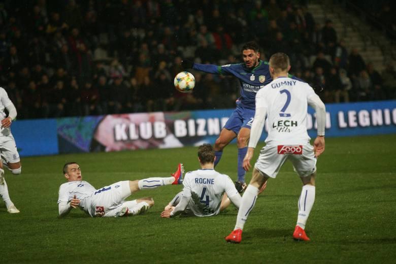Walcząca o utrzymanie w ekstraklasie Miedź Legnica okazała się w niedzielę lepsza od Lecha Poznań i wygrała 3:2. Kolejorz w pierwszej połowie został