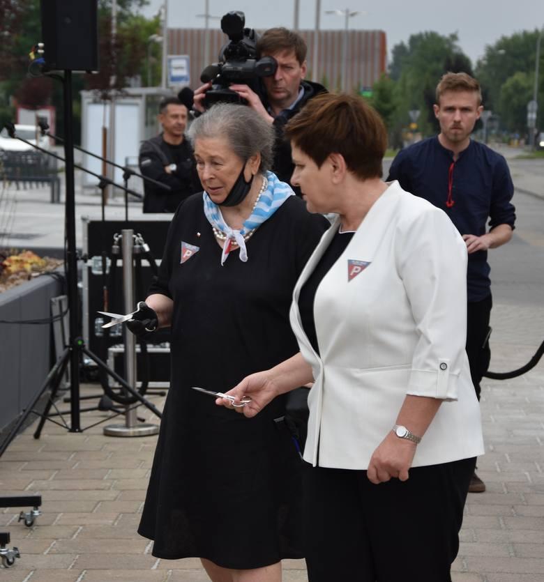 Oświęcim. 80. rocznica pierwszego transportu do Auschwitz. Prezydent Andrzej Duda: Pochylamy głowy nad tragedią naszych rodaków