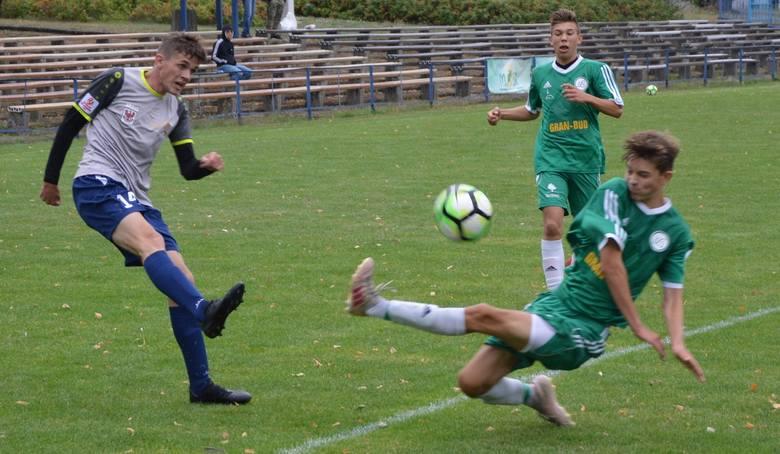 Piłkarze Lechii Zielona Góra na własnym boisku zremisowali z Wartą Gorzów 2:2 (1:2) w meczu lubuskiej ligi juniorów młodszych.Lechia objęła prowadzenie