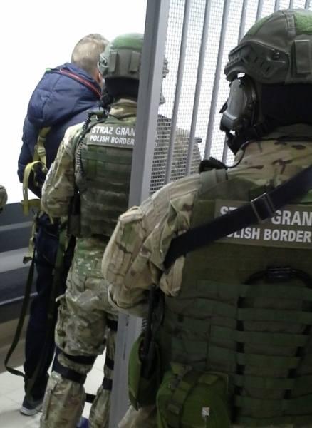 35-letni Ukrainiec stawił się do odprawy granicznej na wjazd do Polski. W trakcie weryfikacji baz danych, funkcjonariusze Straży Granicznej ustalili,
