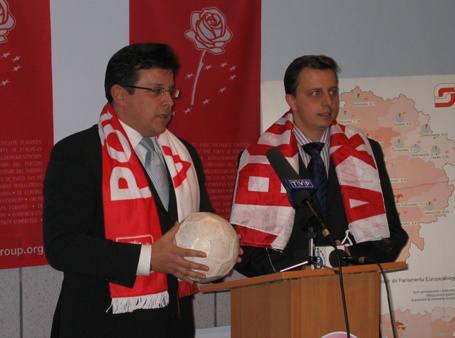Jeszcze cztery lata temu Krzysztof Makowski i Dariusz Joński byli w polityce nierozłączni i razem, zgodnie krytykowali poczynania ówczesnych władz miasta (na zdjęciu podczas konferencji w sprawie łódzkiego, kompromitującego wniosku w sprawie organizacji Euro 2012).
