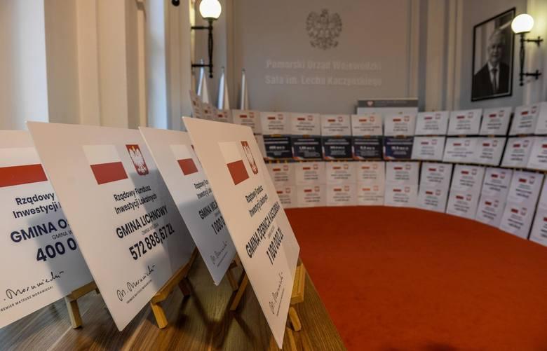 Konferencja prasowa w Pomorskim Urzędzie Wojewódzkim 1.04.2021 r. O wynikach naboru do trzeciej transzy Rządowego Funduszu Inwestycji Lokalnych poinformowali