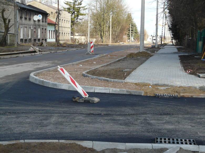 Rowerzyści z Pabianic zadowlonei z powstającej przy ul. Warszawskiej drogi rowerowej