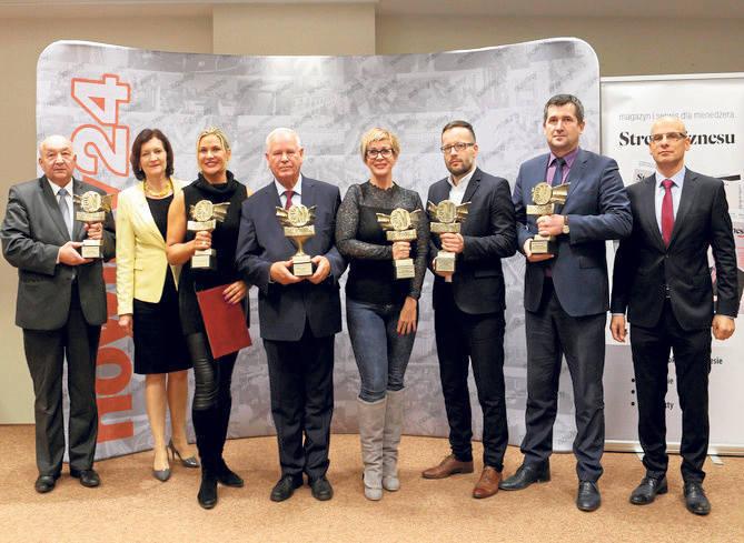 Laureaci konkursu NDP 2018 z Ewą Leniart, wojewodą podkarpa-ckim i Stanisławem Sową, redaktorem naczelnym Nowin