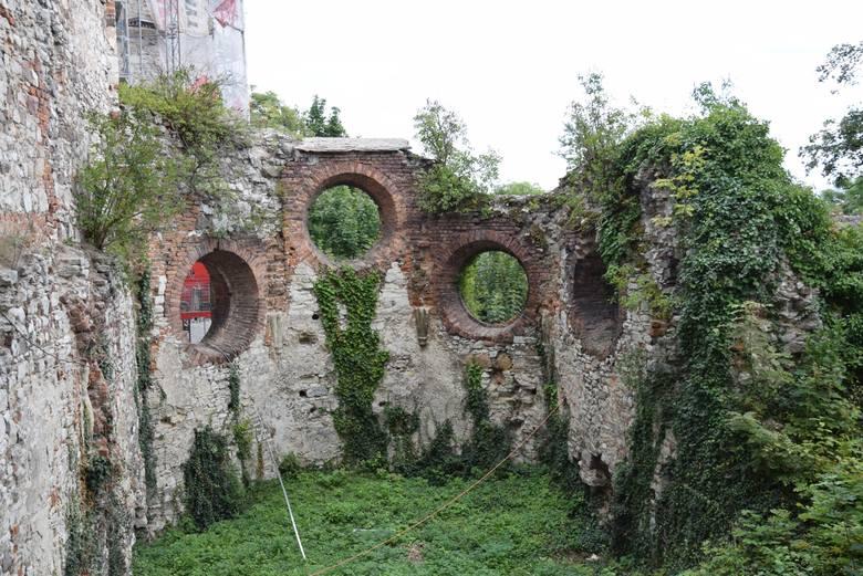 Na zabezpieczenia i konserwacje czekają ruiny kaplicy zamku Tenczyn