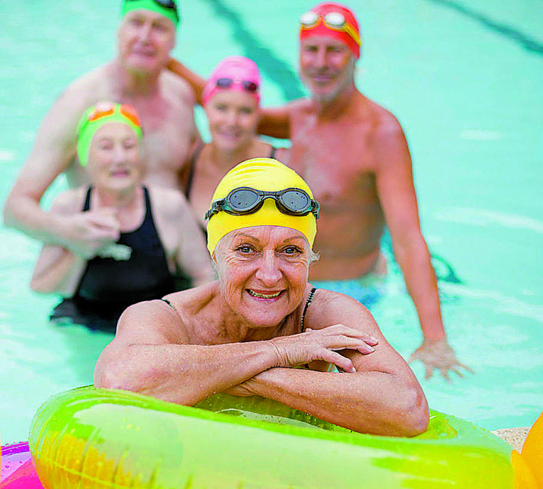 To, że ćwiczenia wykonujemy w wodzie, ma duże znaczenie – w wodzie człowiek jest lżejszy, nie obciąża się więc ani kręgosłupa ani stawów