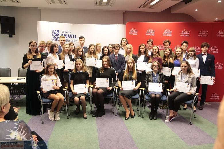 """Fundacja """"Anwil dla Włocławka"""" wyłoniła najzdolniejszych uczniów szkół podstawowych oraz ponadpodstawowych z Włocławka i okolic. Prymusi"""