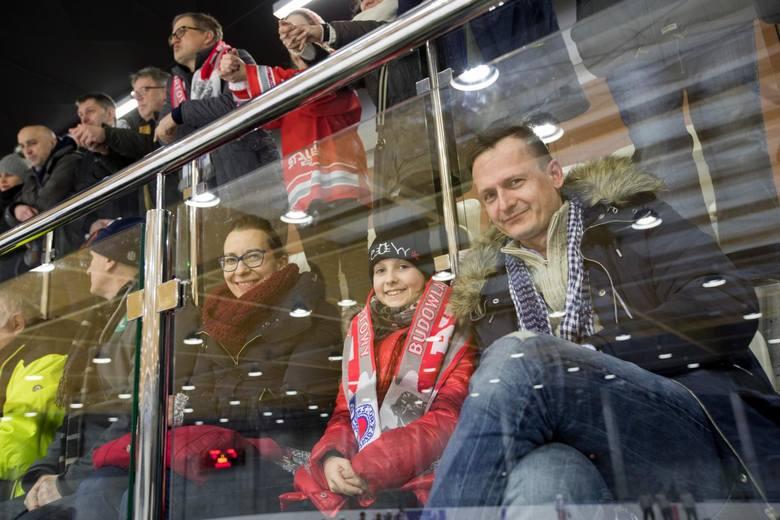 Hokeiści BKS Bydgoszcz przegrali na własnym lodowisku z Nestą Toruń 6:8 w towarzyskim meczu, który odbył się w poniedziałkowy wieczór. Spotkanie doskonale