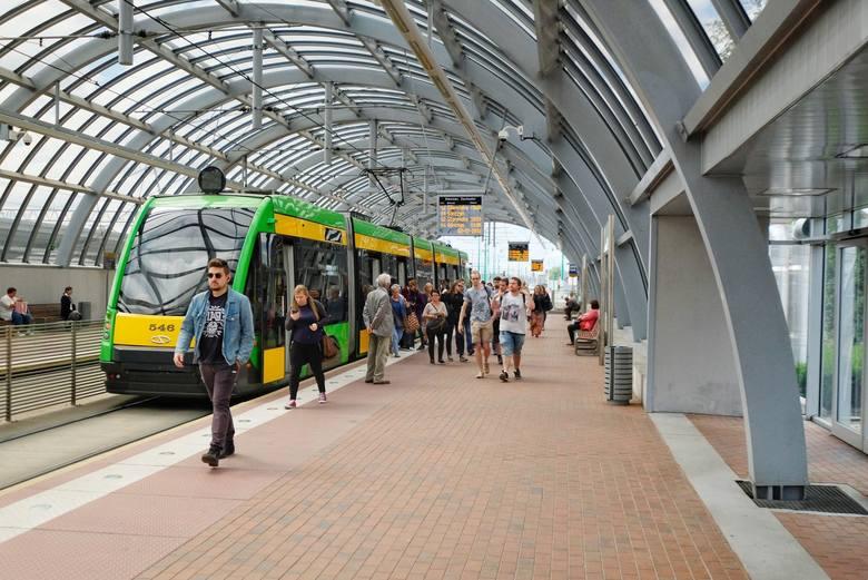 Trasę PST ukończono w 1997 roku, a 16 lat później połączono ją z torowiskiem na ulicy Głogowskiej