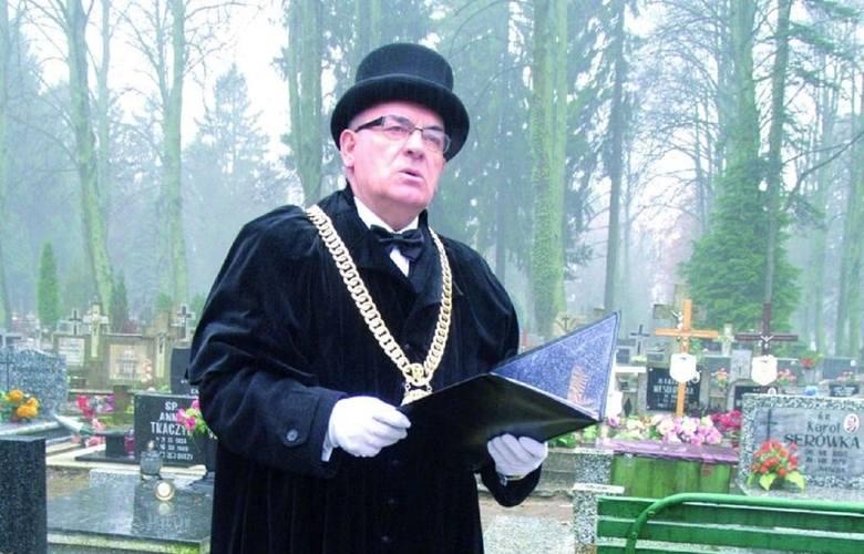"""W Polsce stopniowo przybywa osób, które decydują się na pogrzeb """"bez księdza"""", czyli pochówek świecki. Czym się różni od pogrzebu kościelnego?"""