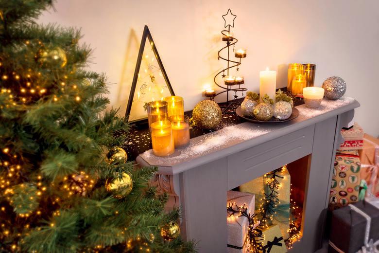 Jak udekorować świąteczny stół? Dekoracje na Boże Narodzenie. Wigilia i święta Bożego Narodzenia przy pięknie udekorowanym stole. Właściwa dekoracja