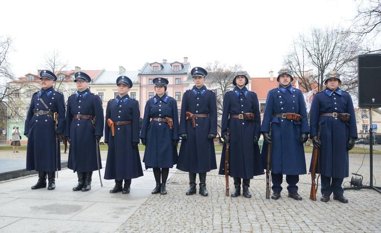 Grupa Rekonstrukcji Historycznej III Okręgu Policji Państwowej - Komisariat w Radomiu podczas piątkowych uroczystości.