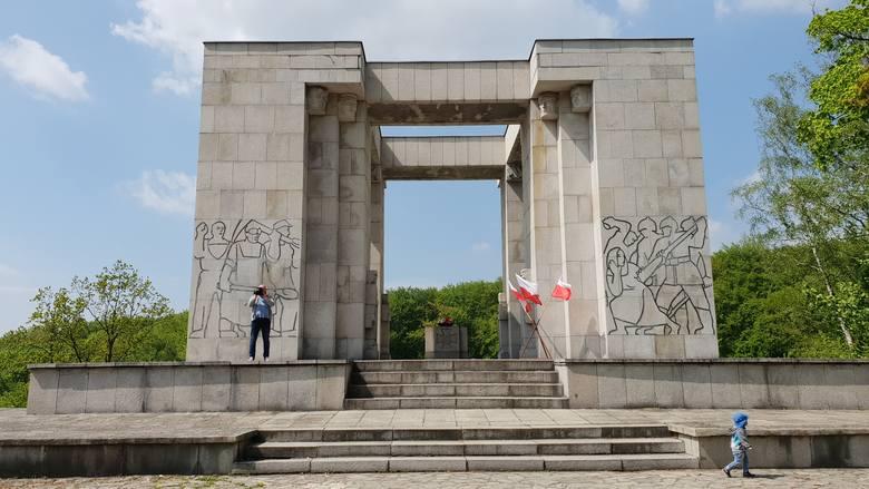 98. rocznica wybuchu III powstania śląskiego na Górze św. Anny. Samorządowcy i przedstawiciele wojewody uczcili pamięć powstańców