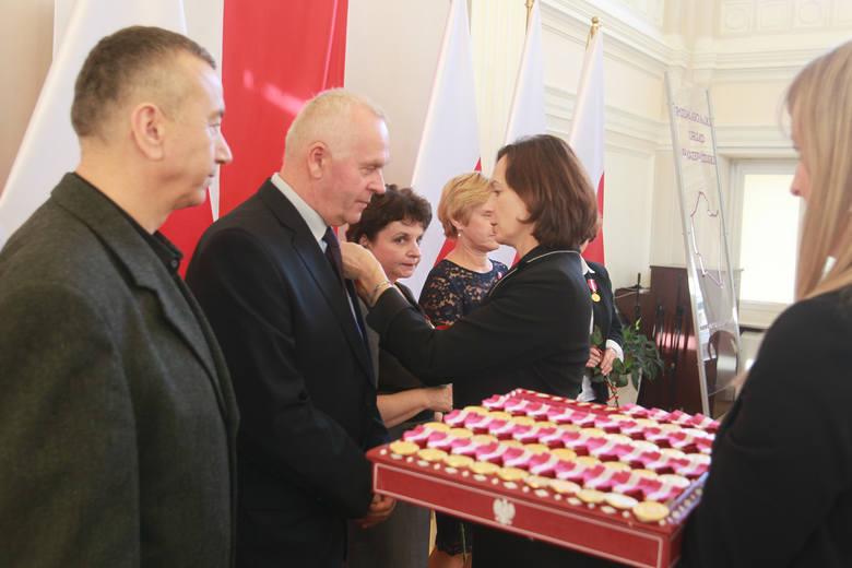 62 osoby otrzymały odznaczenia państwowe w Urzędzie Wojewódzkim w Rzeszowie. Krzyż Kawalerski Orderu Odrodzenia Polski,  Krzyże Zasługi oraz Medale za