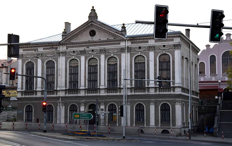 Na razie nie wiadomo kiedy ten zabytkowy gmach w centrum Jarosławia zostanie wyremontowany. Powiat jarosławski nie dostał dotacji na jego remont.