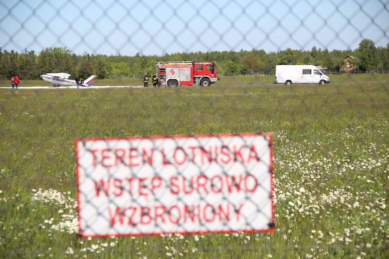 Do awaryjnego lądowania samolotu doszło przed południem na lotnisku w Mielcu. Zdjęcia dostaliśmy od Czytelnika.Jak informuje Komenda Powiatowa Policji