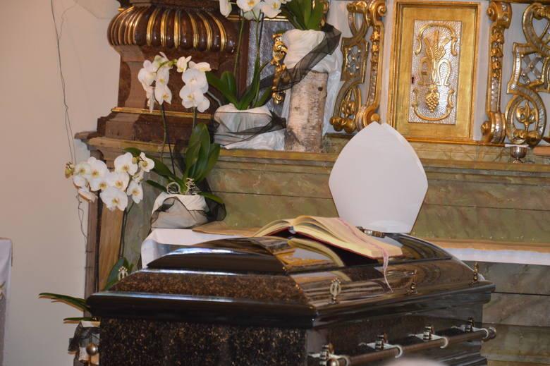 Dzisiejsze uroczystości pogrzebowe bpa Jana Bagińskiego zakończyły się w katedrze opolskiej