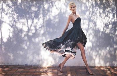 Supermodelka Anja Rubik przekazała na aukcję Wielkiej Orkiestry Świątecznej Pomocy wyjątkową suknię La Mania projektu Joanny Przetakiewicz. Kreacja została