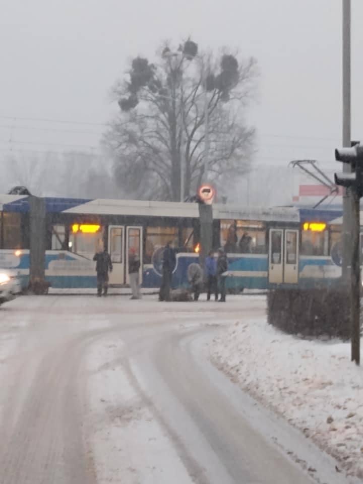 Potrącenie mężczyzny na przejściu dla pieszych we Wrocławiu 9.02.2021