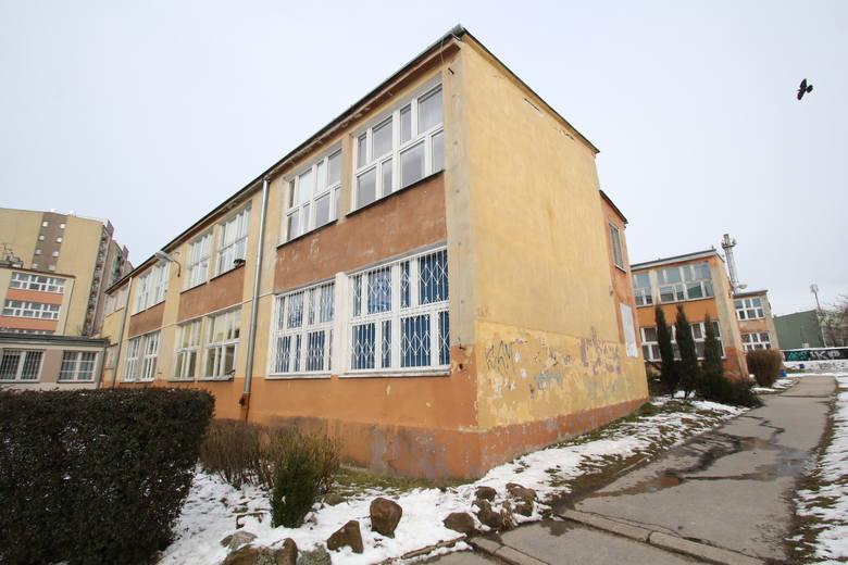 Szkoła Podstawowa nr 28 przy ulicy Szymanowskiego przejdzie kapitalny remont, ale rok szkolny musi być skrócony.
