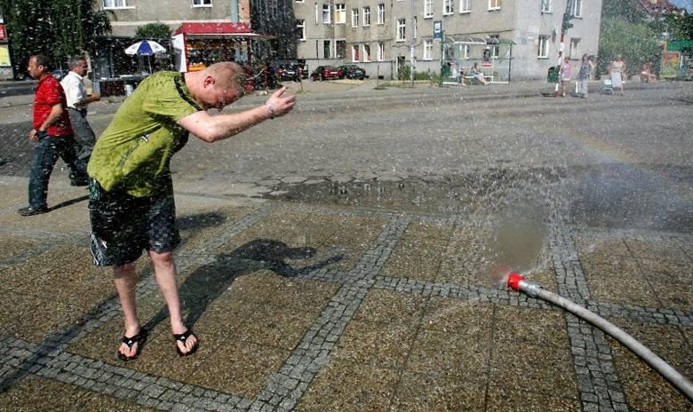Plac Rodła, aleja Wyzwolenia, Brama Portowa i plac Żołnierza Polskiego - w tym miejscu w Szczecinie można spotkać kurtyny wodne.