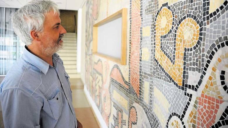 Firma budowlana dobrze się spisała - ocenia Adam Juchnowicz. - Niemal w całości przeniosła naszą mozaikę na nową ścianę.