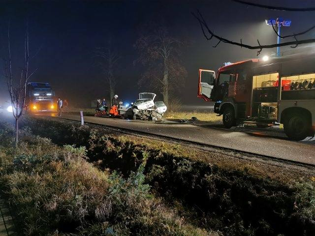 Do zdarzenia doszło we wtorek przed godz. 21 w miejscowości Sobiecin k. Szówska w powiecie jarosławskim.Ze wstępnych ustaleń wynika, że 20-letni kierowca