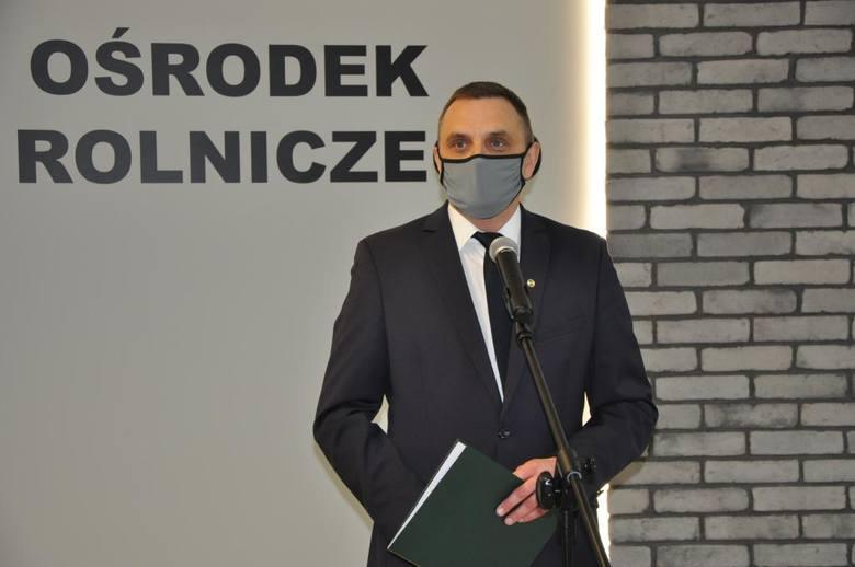 Dominik Pasek, dyrektor Małopolskiego Ośrodka Doradztwa Rolniczego otwiera konferencję pszczelarską