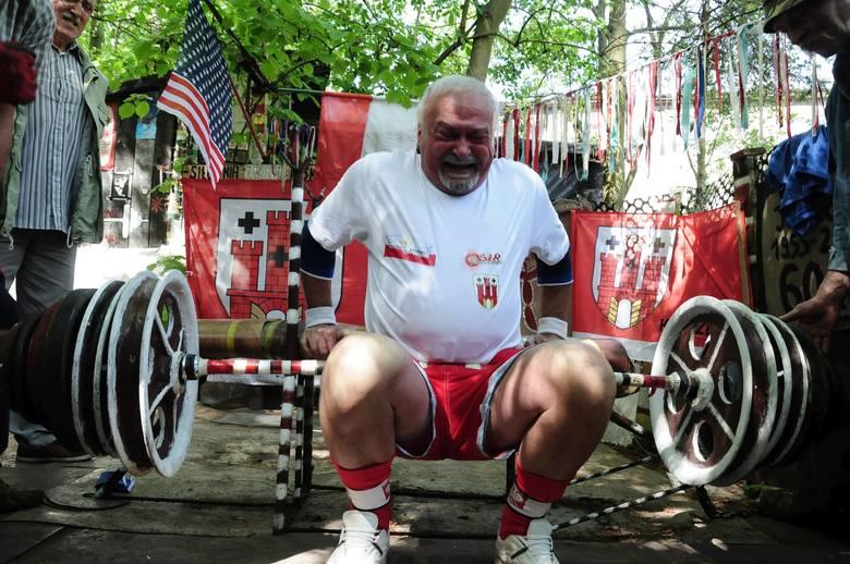 Jerzy Krzciuk skończył 80 lat. Okrągłe urodziny uczcił w swoim stylu, czyli rekordem kulturystycznym.