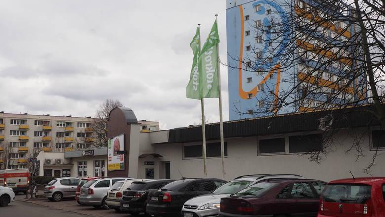Specjalna ekipa właśnie zakończyła wymianę całego wystroju i reklam zewnętrznych pierwszych czterech sklepów Sano. Ta marka została przejęta przez litewską