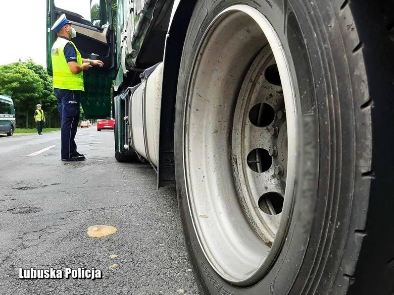 Policjanci m.in. sprawdzali stan techniczny pojazdów. Mandaty posypały się też za jazdę ulicami, na których obowiązywał zakaz ruchu ciężkich pojazdó