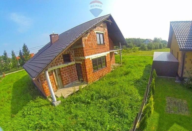 Dom Zator: rok budowy 2011, pow. 204,8 m kw., pow. działki 936 m kw., liczba pokoi 5, cena 259 tys. zł (1265 zł/ m kw.)