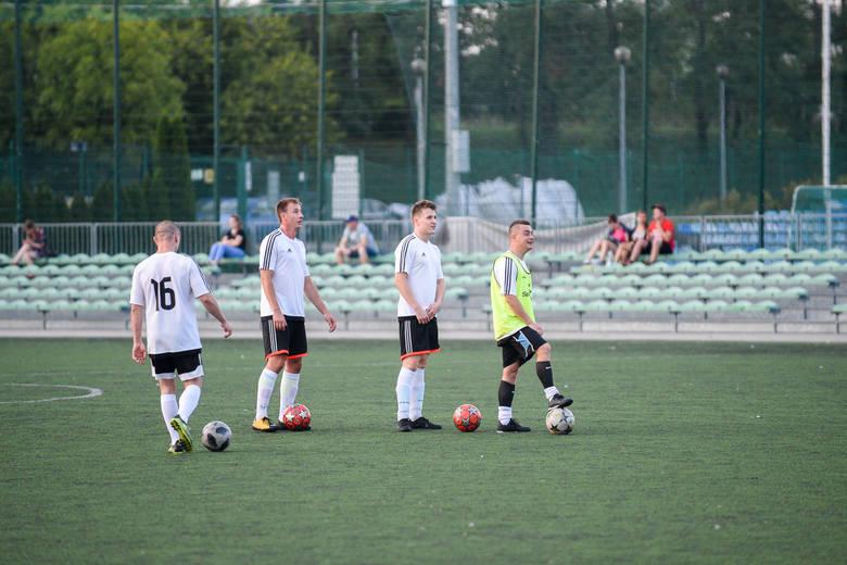 Piłkarze Startu w pierwszej rundzie pokonali w derby Torunia Opatrunki 6:2. W drugiej zmierzą się z rezerwami Elany
