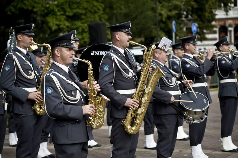O godzinie 10 rozpoczęły się obchody 99. rocznicy Zwycięskiej Bitwy Warszawskiej oraz Święta Wojska Polskiego. Zobaczcie zdjęcia z uroczystości.