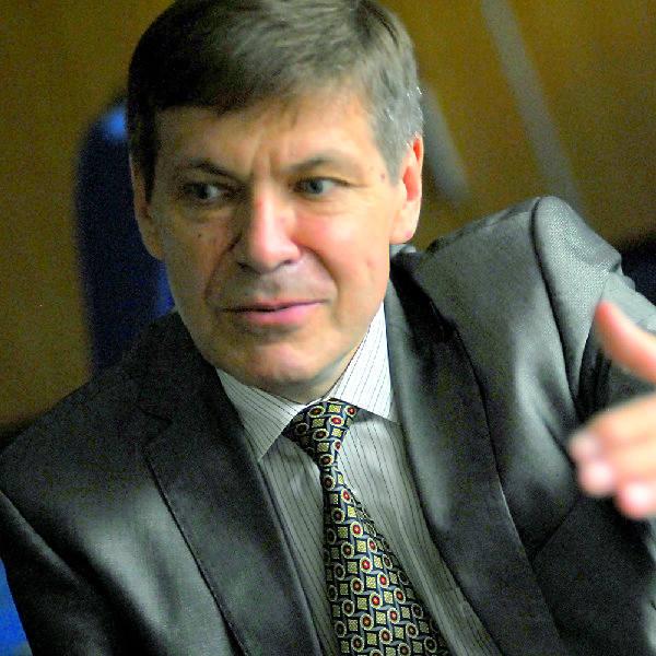 Prof. Grzegorz Opolski: - Po pierwsze, skończmy z paleniem papierosów! Chodzi nie tylko o palenie aktywne, ale i bierne, czyli przebywanie w towarzystwie