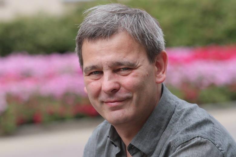 Jacek Grudzień jest dyrektorem i publicystą Łódzkiego Ośrodka Telewizyjnego