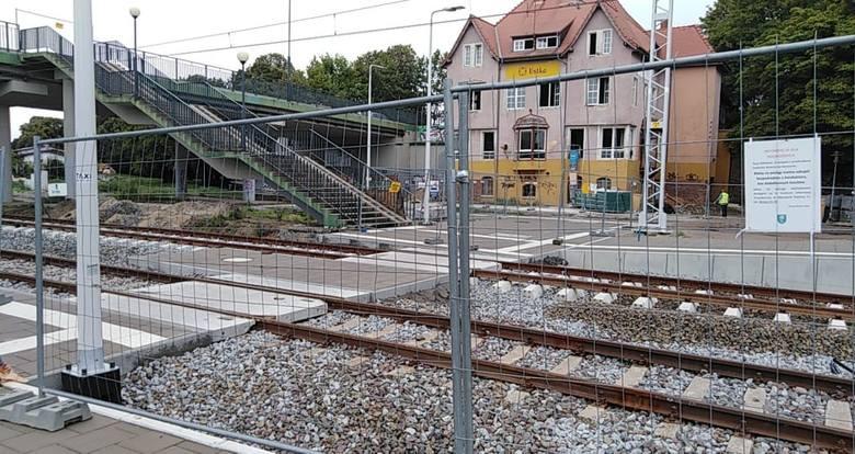 W Ustce trwają prace przy budowie węzła komunikacyjnego. W budynku dworca PKP zostanie rozszerzona działalność na nieczynne obecnie pomieszczenia. Powstanie