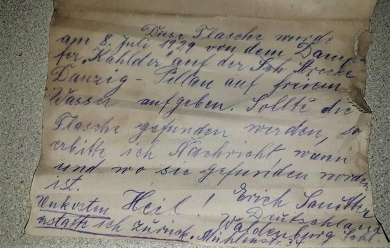 Rybak znalazł list w butelce w Zalewie Wiślanym. Pływała tam 90 lat!
