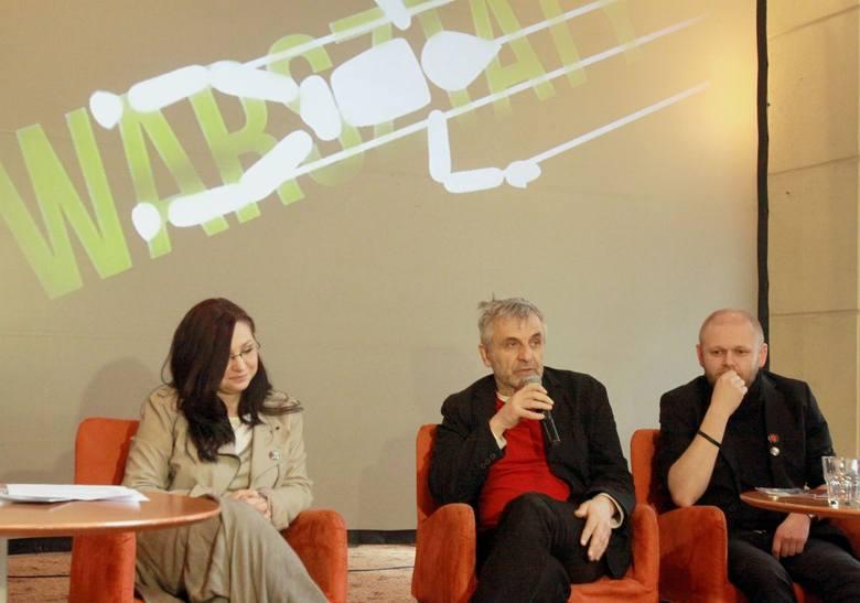 """Przedstawiciele rady programowej akcji """"Dotknij Teatru"""" (Anna Ciszowska,Tomasz Rodowicz i Konrad Dworakowski) są zgodni co do potrzeby"""