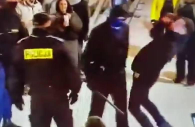 Szokujące zachowanie policjanta zostało nagrane