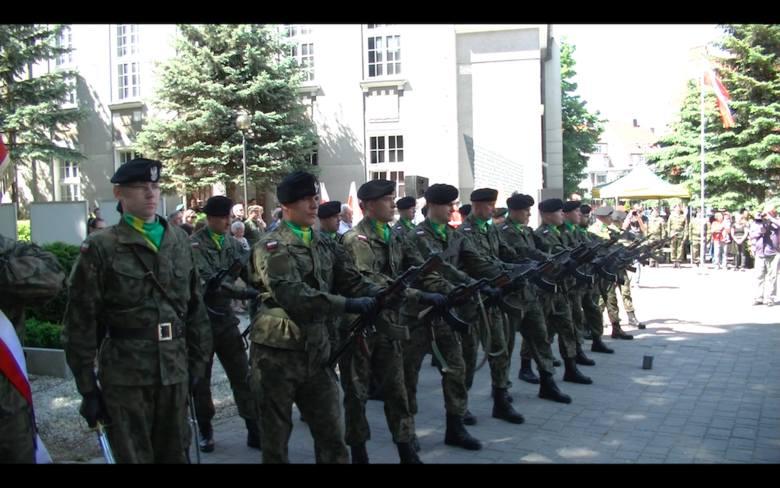 Salwa honorowa z okazji rocznicy Wydarzeń Zielonogórskich.
