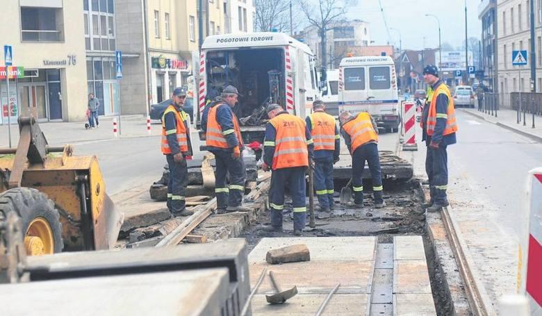 Płonące szyny to w Krakowie nic dziwnego. Zapaliły się m.in. na ul. Królewskiej. Ogień pojawiał się też na torach na ul. Basztowej.
