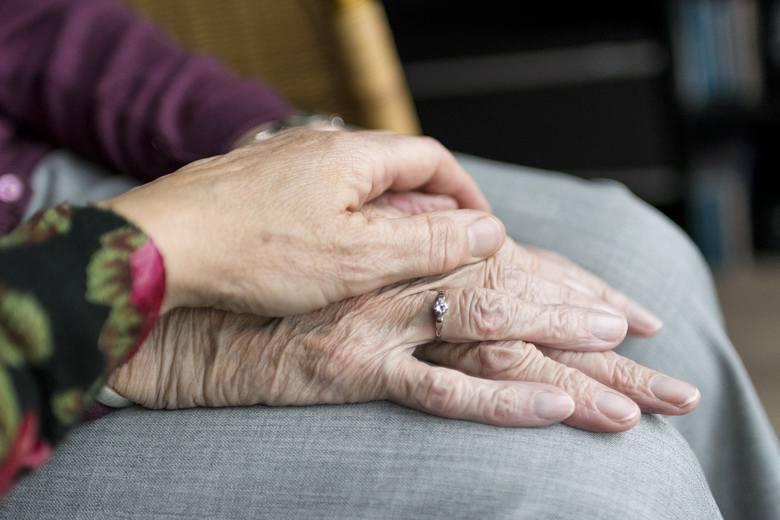 Kobiety z województwa podlaskiego żyją przeciętnie 83 lata, zaś mężczyźni - 74,3 lata (dane z 2019 r.)