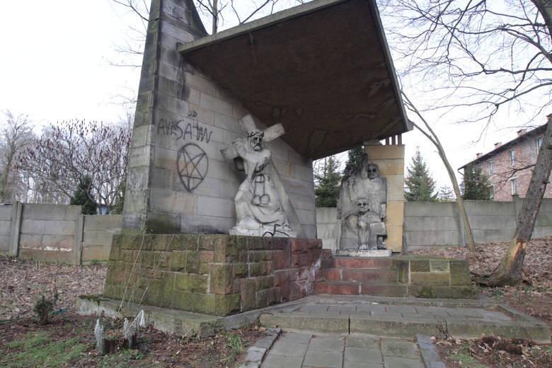Monitoring objął zasięgiem trzech potencjalnych sprawców dewastacji Kalwarii Panewnickiej w Katowicach. Ale oficjalnie policjanci szczegółów zdradzać