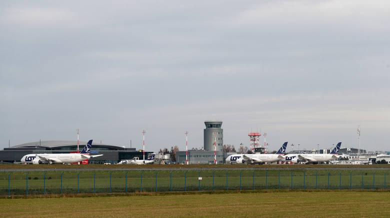 Polskie Linie Lotnicze LOT przebazowały na okres zimowy aż pięć samolotów Boeing 787 Dreamliner do Portu Lotniczego Rzeszów - Jasionka. Samoloty dalekiego