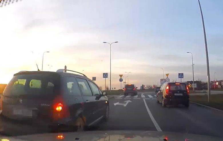 Kierowca, który wymusił pierwszeństwo, był pewien, że zna przepisy. Policjanci teraz mu wytłumaczą, że musi się doszkolić.