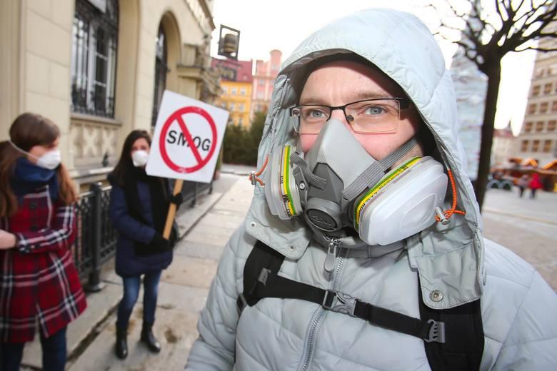 Naloty na kotłownie, kamery termowizyjne i drony. Zobacz, jak największe miasta w Polsce walczą  ze smogiem.Które miasto przoduje w walce za zatrutym