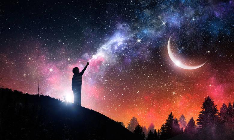 Zodiakalny horoskop miesięczny od wróżki Ekspirii.