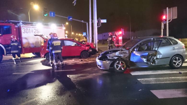 W poniedziałek po godz. 22 na skrzyżowaniu ulic Dolistowskiej i Sulika w Białymstoku doszło do wypadku.