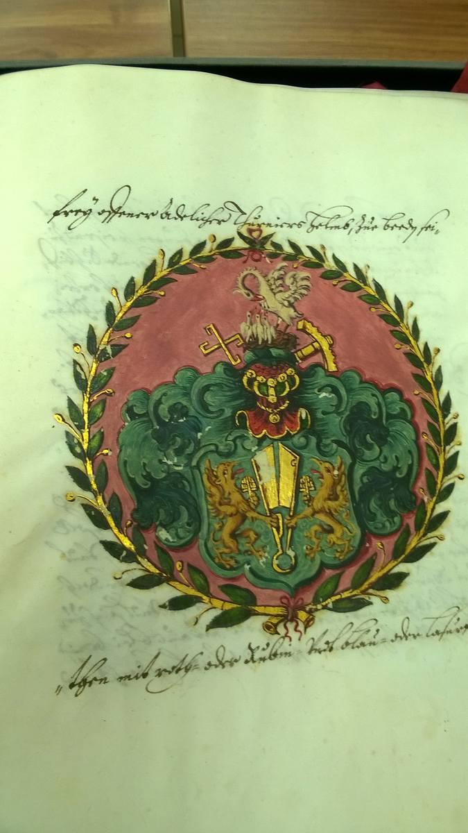Do sporządzenia wzorca cechowego herbu użyto płatków złota